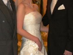 Skromna a jednoczesnie przepiękna suknia ślubna