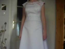 Skromna ale elegancka suknia ślubna