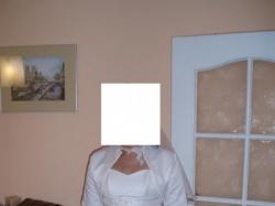 Skromna ale niezwykle gustowna suknia ślubna