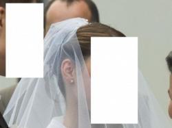 Skromna, biała suknia ślubna