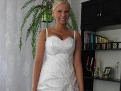 Skromna, delikatna i zarazem elegancka suknia śluna