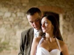 Skromna, elegancka suknia ślubna