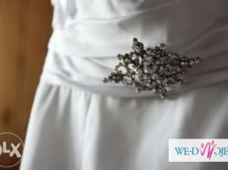 Skromna elegancka suknia ślubna Sarah Danielle biała