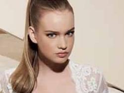 Skromna , elegancka z kolekcji White One z salonu Madonna