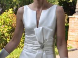 Skromna i elegancka suknia ślubna