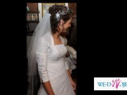 Skromna i elegancka suknia ślubna!