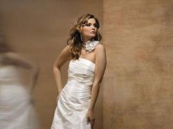 Skromna i elegancka suknia śubna