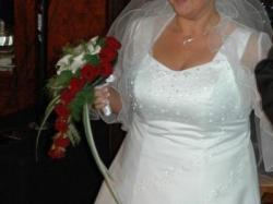 Skromna sukienka ślubna w dużym rozmiarze