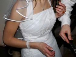 skromna suknia