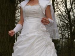 Śliczna, biała cukienka ślubna o rozmiarze 38/40+welon+rękawiczki.Polecam!