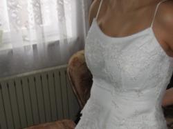 śliczna biała sukienka ślubna