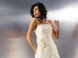 Śliczna biała suknia ślubna jednoczęściowa