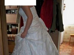 Śliczna biała suknia ślubna z haftami