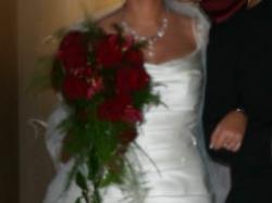 Śłiczna dopasowana suknia ślubna + szal ze strusimi piórkami GRATIS !!