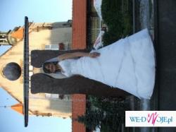 Śliczna i delikatna suknia ślubna