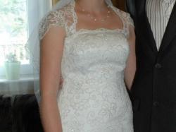 Śliczna koronkowa suknia