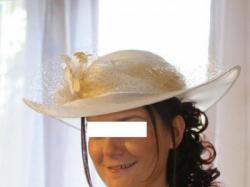sliczna koronkowa suknia z kapeluszem