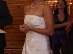 Śliczna kremowa suknia