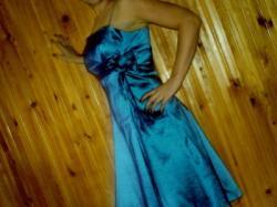 śliczna niebieska sukienka z kokarką