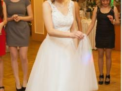 Śliczna, prosta suknia ślubna