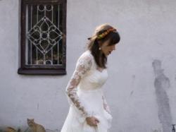 Śliczna romantyczna suknia ecru z podwyższanym stanem + dodatki