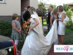 śliczna subtelna suknia ślubna