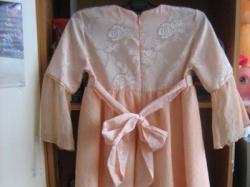 Śliczna sukienka brzoskwiniowa