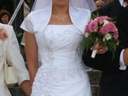 Śliczna sukni ślubna