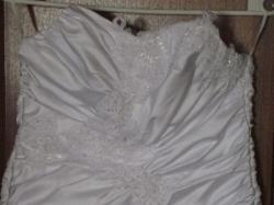 Śliczna suknia dla kobiety w ciąży