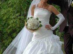 Śliczna suknia dla zgrabnej kobietki