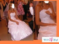 Śliczna suknia na szczupłą osobę wraz z dodatkami!!!!