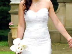 Śliczna suknia ślubna.
