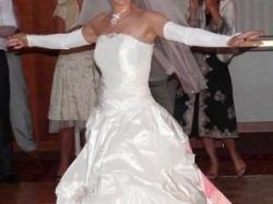 Śliczna suknia ślubna dla drobnej kobietki