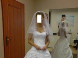 Sliczna suknia ślubna Emmi Mariage z dodatkami
