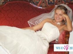 Śliczna suknia ślubna koloru wanilii