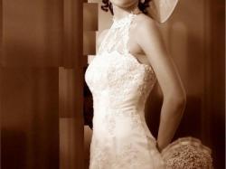 Śliczna suknia ślubna stylizowana na lata 20