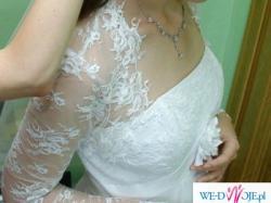 Śliczna suknia ślubna w tylu empire