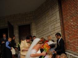Śliczna suknia ślubna z koronki 36