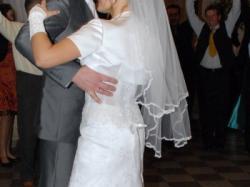 Śliczna suknia ślubna z koronki