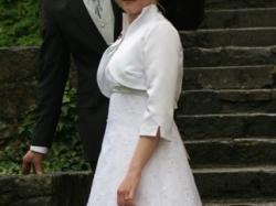 śliczna suknia ślubna z pastelową zielenią