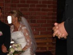 Śliczna suknia ślubna ze