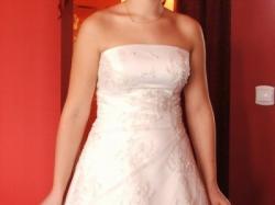 śliczna suknia w kolorze bieli