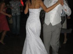 Śliczna suknie ślubna w kolorze bieli