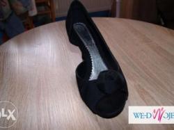 śliczne  czarne  buciki