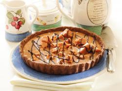 Słodka tarta kakaowo-krówkowa
