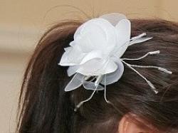 Ślubny biały kwiat do włosów