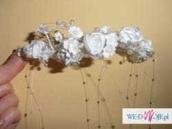 ślubny stroik do włosów w kolorze białym