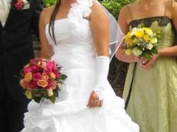 śnieżno biała przepiękna suknia ślubna