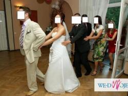 śnieżnobiała suknia ślubna 600 zł