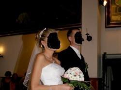 snieznobiała suknia ślubna